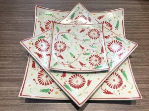 Khay Vuông Vênh Bát Tràng Tam Thái Hoa Cúc Đỏ